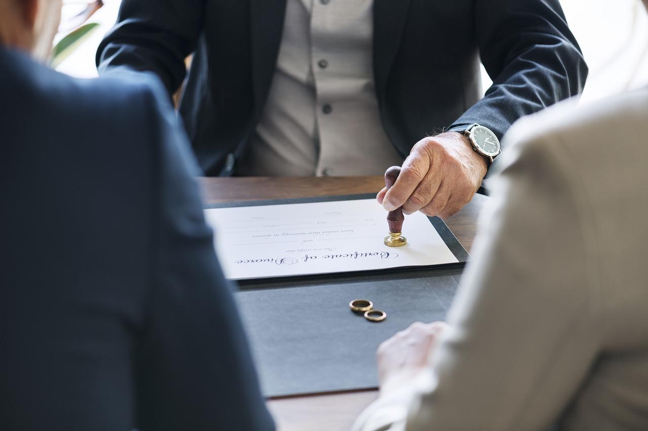 Acte De Divorce Pieces A Fournir Et Demarches Administratives